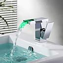 billige Vandhaner til badeværelset-Håndvasken vandhane - Vandfald / LED Krom Vandret Montering Enkelt håndtag Et HulBath Taps