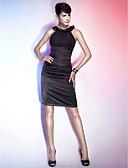 billige Cocktailkjoler-Tube / kolonne Scoop Neck Knelang Chiffon / Elastisk sateng Liten svart kjole Cocktailfest Kjole med Bølgemønster / Blomst av TS Couture®