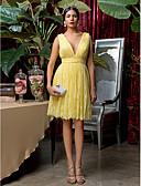 billige Korte brudepikekjoler-A-linje V-hals Knelang Blonder Brudepikekjole med Blonder / Belte / bånd / Plissert av LAN TING BRIDE® / Vakker rygg