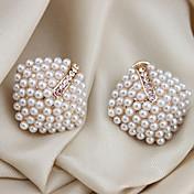 Mujer Pendientes cortos Puños del oído Joyería de Lujo joyería de disfraz Perla Cristal Perla Artificial Chapado en Oro Diamante Sintético