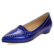 Mujer Zapatos Cuero Patentado Verano / Otoño Confort Bailarinas Tacón Cuña Remache Rojo / Azul / Rosa