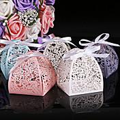 50本のレーザーカット花の結婚式の箱レーザーカットキャンディーボックスの好意的なパーティー用品