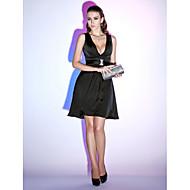 A-linje Hængende halsudskæring Kort / mini Chiffon Lille sort kjole Cocktailparty Kjole med Bælte / bånd ved TS Couture®