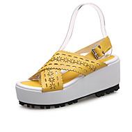 tanie Small Size Shoes-Damskie Obuwie PU Lato Jesień Creepersy Comfort Sandały Spacery Koturn Odsłonięte palce Klamra Kwiat na Atletyczny Casual Orange Yellow