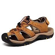 olcso -Férfi cipő Nappa Leather Tavasz / Nyár Kényelmes Szandálok Vízi cipő Világosbarna