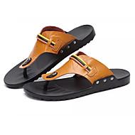 tanie Small Size Shoes-Męskie Buty PU Wiosna Lato Lekkie podeszwy Comfort Sandały na Casual Black Brown Light Brown