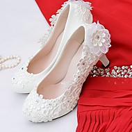 Women's Lace / Leatherette Spring / Fall Comfort Wedding Shoes Round Toe Rhinestone / Imitation Pearl / Appliques White / Party & Evening