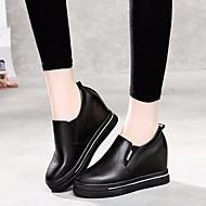 baratos Mocassins Femininos-Mulheres Sapatos Pele Primavera / Outono Conforto Mocassins e Slip-Ons Creepers Branco / Preto