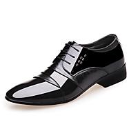 tanie Small Size Shoes-Męskie Komfortowe buty Skóra patentowa Jesień Oksfordki Czarny / Impreza / bankiet