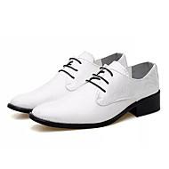 baratos Sapatos Masculinos-Homens Sapatos de couro Pele Napa Outono Oxfords Branco / Preto / Vermelho