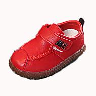 baratos Sapatos de Menino-Para Meninos Sapatos Couro Ecológico Outono & inverno Conforto Rasos Caminhada Presilha para Infantil Preto / Marron / Vermelho