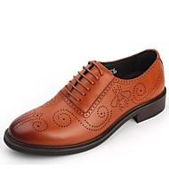 baratos Sapatos Masculinos-Homens Couro Primavera / Outono sapatos Bullock Oxfords Use prova Preto / Marron