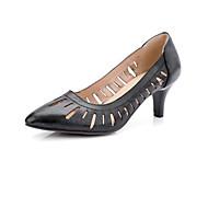 baratos Sapatos Femininos-Mulheres Stiletto Couro Ecológico Outono Saltos Salto Agulha Branco / Preto / Vermelho