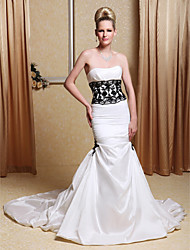 Mermaid / Trumpet Strapless Chapel Train Taffeta Wedding Dress with Beading Appliques Pick-Up by LAN TING BRIDE®