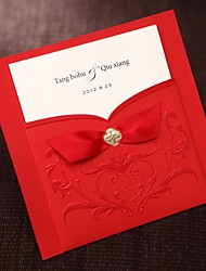 abordables -sencilla de estilo asiático en relieve invitación tríptico boda en rojo con cintas Conjunto de 50/20