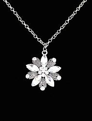 Недорогие -Хрустальный цветок модно элегантный ожерелье