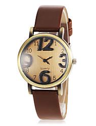 billige -kvinders retro dial runde sag pu band quartz armbåndsur (assorterede farver)