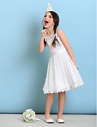 billige -A-linje / Prinsesse Høj halset Knælang Blondelukning Junior brudepigekjole med Bælte / bånd ved LAN TING BRIDE® / Naturlig