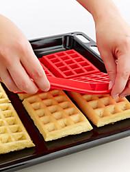 4 cavidade do molde mini-waffles Bundt fantasia molde do bolo pan silicone baking (cor aleatória) 28,5 * 18,5 * 1,5 centímetros