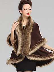 Sleeveless Faux Fur Imitation Cashmere Wedding Wedding  Wraps Fur Coats Hoods & Ponchos With Feathers / fur Capes