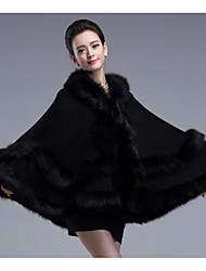 Sleeveless Faux Fur Imitation Cashmere Wedding Wedding  Wraps Fur Coats Hoods & Ponchos With Feathers / fur Tiered Capes