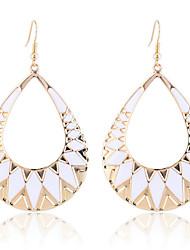 Viseće naušnice Moda Europska Legura Geometric Shape Triangle Shape Ispustiti Obala Crn Jewelry Za Party Dnevno Kauzalni 2pcs