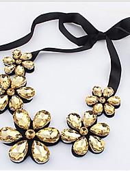 povoljno -Žene Cvijetan Izjava Ogrlice - Cvijetan Stil cvijeta Cvijeće Cvijet Zlato Duga Ogrlice Za Party