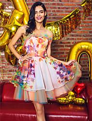 Недорогие -TS couture® коктейль платье линии без бретелек короткий / мини органзы / сатин с оборками