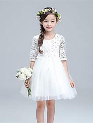 une robe de fille à fleurs en une ligne à genoux - demi-manches en tulle à bijoux avec fleur par lovelybees