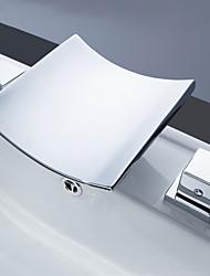 Недорогие -Ванная раковина кран - Водопад / Широко распространенный / LED Хром Разбросанная Две ручки три отверстияBath Taps