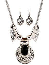 May Polly  Europe and the United States New Retro high-grade gem necklace