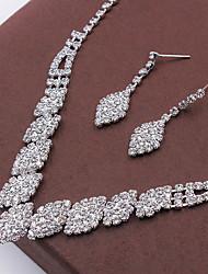 Недорогие -Жен. Кристалл Комплект ювелирных изделий - Мода Включают Ожерелье / серьги Серебряный Назначение Свадьба / Для вечеринок