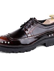 Da uomo Scarpe PU (Poliuretano) Primavera Autunno Scarpe da cerimonia per bambine Oxfords Footing Borchie Per Casual Nero Marrone scuro