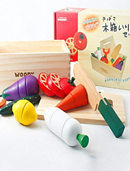 Недорогие -Игрушечная еда Ролевые игры Игрушки Ножи для овощей и фруктов Овощи и фрукты Магнитный Дерево Детские Подарок 1pcs