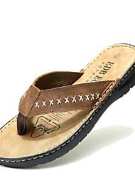 baratos -Masculino Sapatos Pele Verão Chanel Chinelos e flip-flops Sem Salto para Casual Café