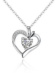 Недорогие -Жен. Сердце Классический Ожерелья с подвесками Синтетический алмаз Серебрянное покрытие Ожерелья с подвесками , Новогодние подарки