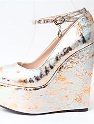 preiswerte -Damen Schuhe PU Frühling Herbst Club-Schuhe High Heels Keilabsatz Runde Zehe Schnalle für Hochzeit Party & Festivität Kleid Gold Silber