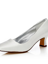 abordables -Femme Chaussures Soie Automne / Hiver Confort / Chaussures Dyeable Chaussures de mariage Talon Bottier Bout carré Ivoire / Mariage