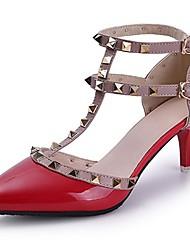 preiswerte -Damen Schuhe PU Sommer Komfort Sandalen Stöckelabsatz Spitze Zehe Niete für Kleid Weiß Schwarz Rot Rosa