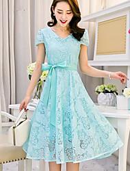 preiswerte -Damen Hülle Kleid-Ausgehen Solide V-Ausschnitt Midi Kurzarm Polyester Sommer Hohe Hüfthöhe Mikro-elastisch Dünn