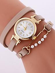 preiswerte -Damen Armband-Uhr Modeuhr Quartz Armbanduhren für den Alltag PU Band Freizeit Cool Schwarz Weiß Beige Rose