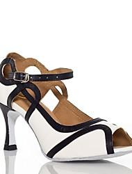 preiswerte -Damen Schuhe für den lateinamerikanischen Tanz Seide Sandalen Schnalle Kubanischer Absatz Maßfertigung Tanzschuhe Weiß / Purpur / Leder