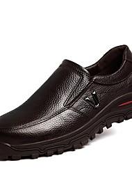 Недорогие -Муж. обувь Дерматин Кожа Весна Осень Удобная обувь Мокасины и Свитер для Повседневные Черный Коричневый