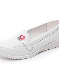 Недорогие -Жен. Обувь Кожа Весна / Лето Удобная обувь Мокасины и Свитер На плоской подошве Круглый носок / Закрытый мыс Белый