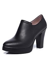 preiswerte -Damen Schuhe Künstliche Mikrofaser Polyurethan Frühling Herbst Pumps High Heels Blockabsatz Spitze Zehe für Normal Büro & Karriere Schwarz