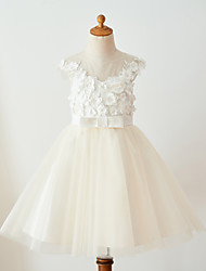cheap -Ball Gown Knee Length Flower Girl Dress - Lace Tulle Sleeveless Jewel Neck with Buttons Lace Belt Flower by LAN TING Express