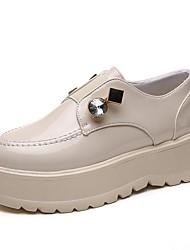 preiswerte -Damen Schuhe PU Frühling Herbst Komfort Loafers & Slip-Ons Flacher Absatz Runde Zehe für Normal Schwarz Beige