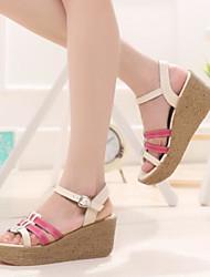 preiswerte -Damen Schuhe PU Sommer Komfort Sandalen Flacher Absatz Geschlossene Spitze für Draussen Gelb Fuchsia Blau