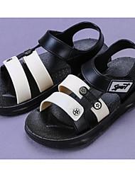 baratos -Para Meninos Sapatos Pele PVC Primavera / Verão Conforto Sandálias para Preto / Azul
