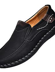 baratos -Homens Sapatos de Condução Microfibra Primavera / Verão Conforto Mocassins e Slip-Ons Preto / Marron / Khaki